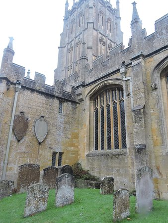 Chipping Campden, UK: Build strong to stand beyond the generations buried beneath her.