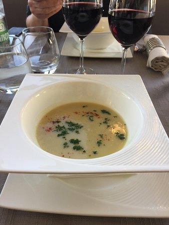 Ploeuc-sur-lie, Frankrijk: See earlier review: here are photos of the parsnip soup with foie gras, the canard pot de feu an