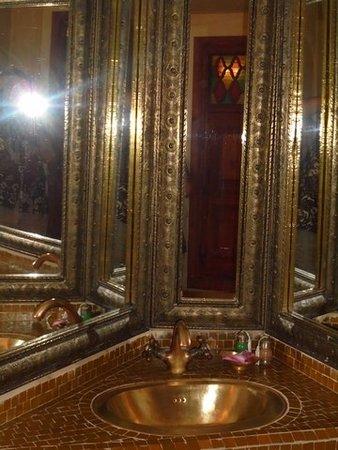 Riad et Dar Maison Do : La jolie salle de bain