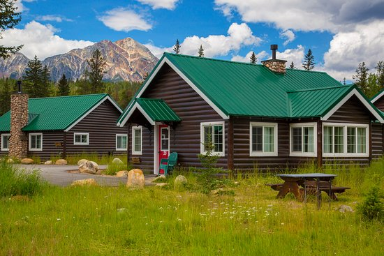 Pine Bungalows: Heritage Cabin for 6 exterior