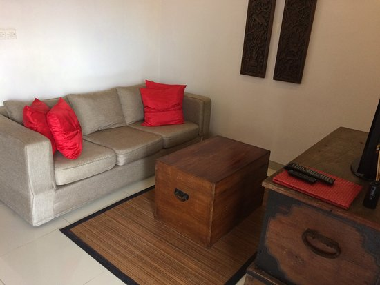 Kamar Kamar Rumah Tamu: Artistic and spacious room, friendly staff, quiet environment, and sometimes you can meet the ow