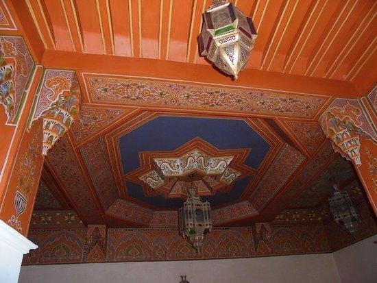 Riad et Dar Maison Do : Le très beau plafond dans le patio