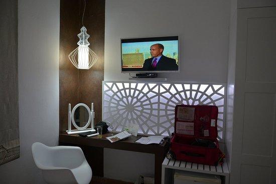 Villa Ilias Caldera Hotel: TV and entertainment area.