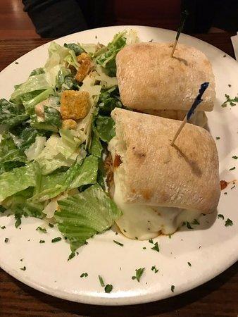 Pine Brook, Nueva Jersey: Meatball parm w/ Caesar salad... It's OK.