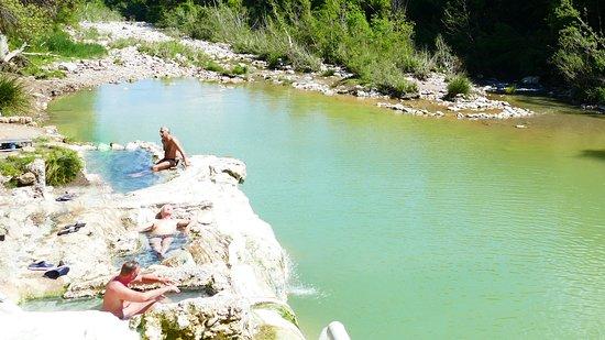 Monticiano, Italy: das Naturbad, unterhalb der Therme.