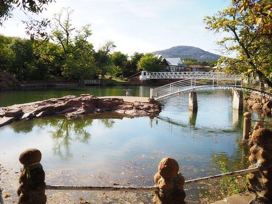 Medicine Park, OK: Medicine Creek; bridges make for an easy walk to town across the creek