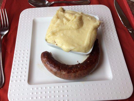 Maleville, France : Saucisse aligot