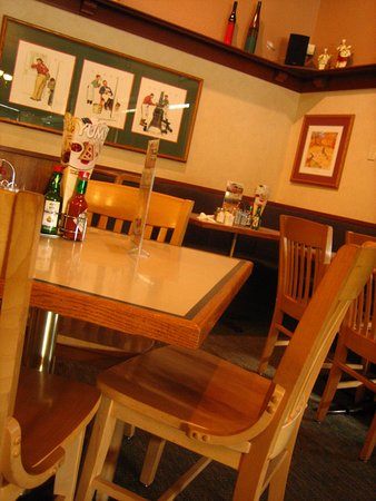 Elmer's Restaurant - Albany : Inside - the Wall Motif and the Table Setting