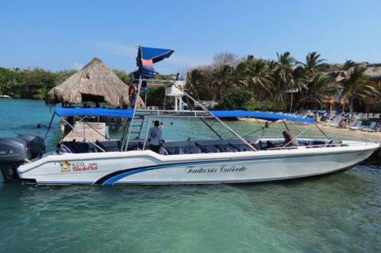 Islas de Rosario, Colombia: Nuestras embarcaciones en lanchas rápidas de dos motores.