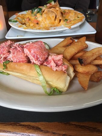 Lobster roll! Those are nachos in the background that were so good!