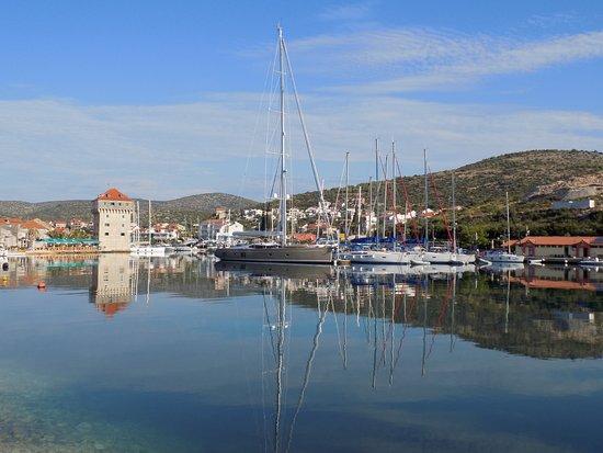 Marina, Croacia: Ranní procházka