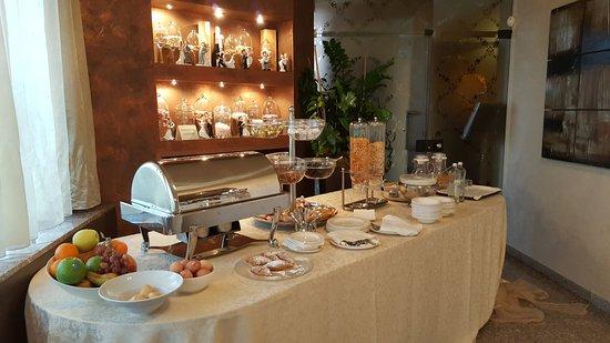 Ponte San Marco, อิตาลี: Tavolo della colazione a buffet