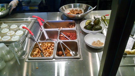 Greece, État de New York : A few toppings to finish bowls.