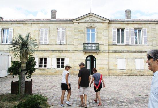 Château Marquis de Vauban: Départ pour la visite des chais