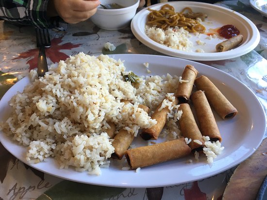 Middle River, MD: Great crispy lumpia and garlic rice.