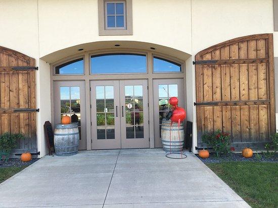 Magnus Ridge Winery : photo2.jpg