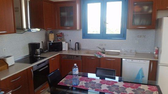 12 Islands Villas: Last villa - kitchen area