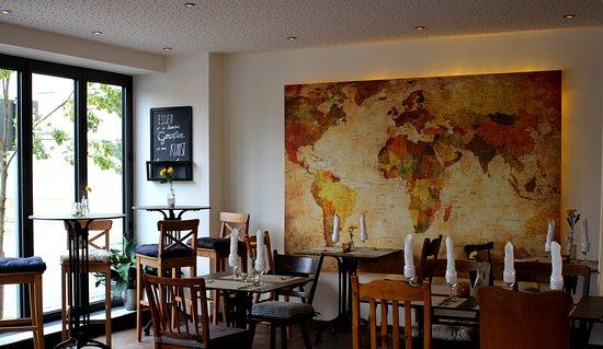 Metzingen, Alemania: Die Welkarte - Symbol der internationalen Speisen (stets im Wechsel)