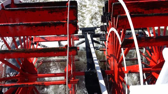 Lake City, MN: the paddle wheels make the boat go