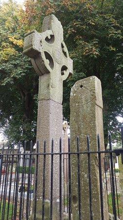 County Louth, Irlanda: High Cross and sundial
