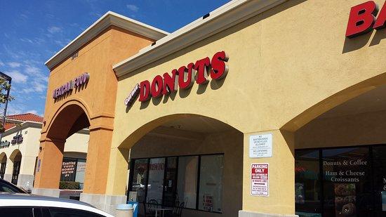 Murrieta, CA: Corner Donuts
