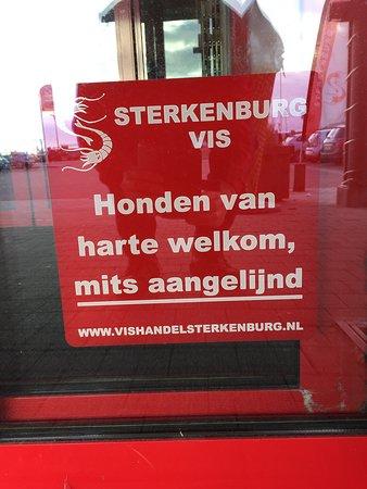 Lauwersoog, The Netherlands: Honden zijn meer dan Welkom in het restaurant zoals buiten aangegeven.