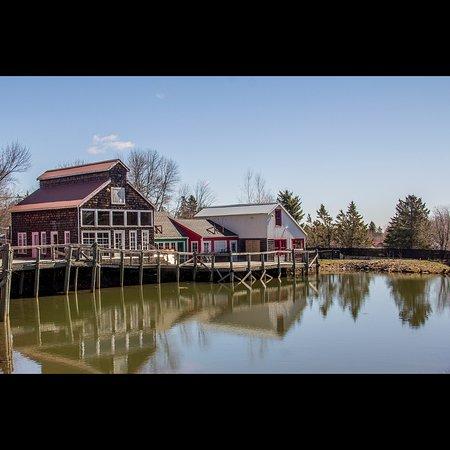 Moncton, Canada: Bares e restaurantes à beira do lago