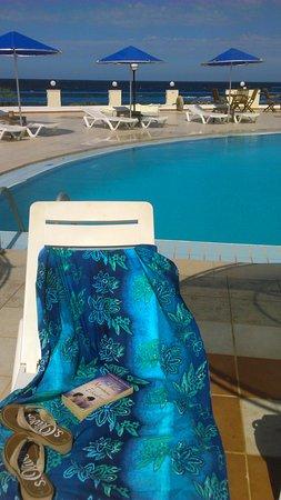 Zorbas Beach Village Hotel: Lovely sea-water pool
