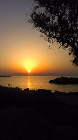 Zorbas Beach Village Hotel: Amazing sunset view from hotel