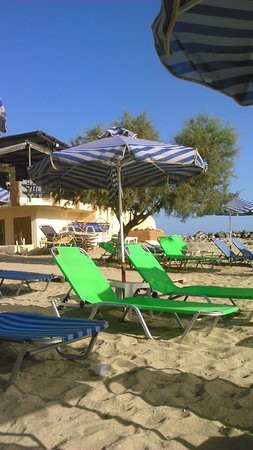 Zorbas Beach Village Hotel: Free use of sunbeds at nearby beach