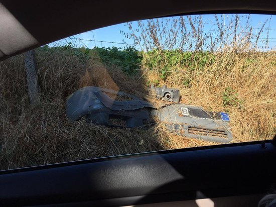 Haasrode, Belgium: Pieces of some cars by the road, it is that bad!