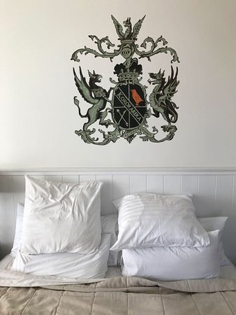 Russell, New Zealand: The impressive coat of arms of the Duke of Marlborough Hotel