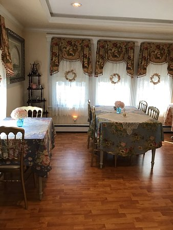 Walpole, MA: a room for about 8 people - larger groups!