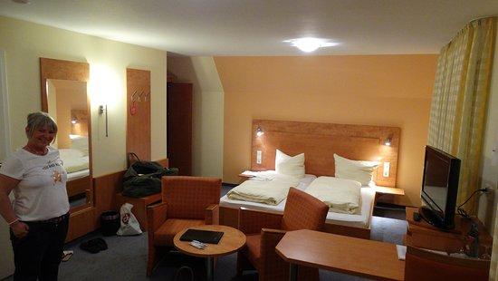 Hotel Gasthof Loewen: Une des meilleures literies que nous avons jamais connu ! Chambre très propre .