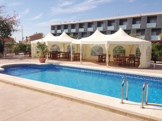 Piscina picture of hotel torre sant joan san juan de for Piscina universidad alicante