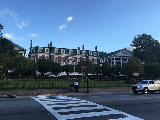 The Martha Washington Inn and Spa: The lovely Martha Washington inn