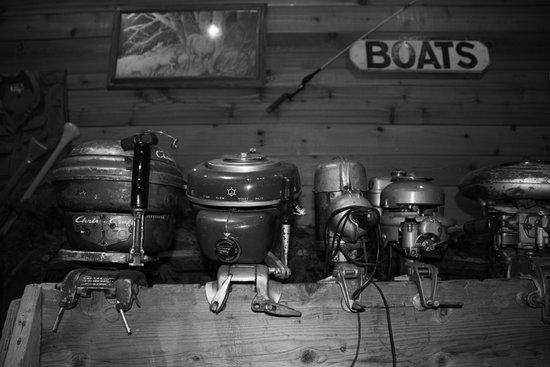 ‪‪Siren‬, ‪Wisconsin‬: Antique Outboards in Lobby Area‬