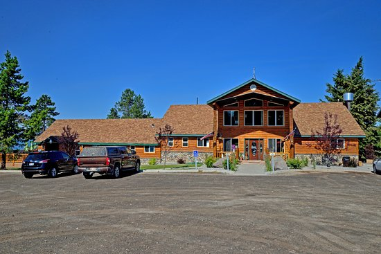 Island Park, ID: Front View of lodge