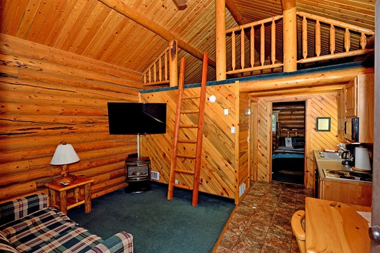 Island Park, ID: living room in rental cabin