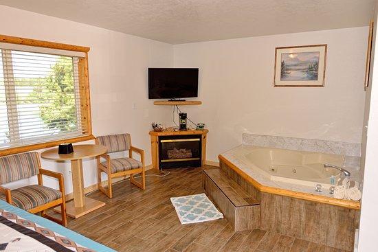 Island Park, ID: hotel room