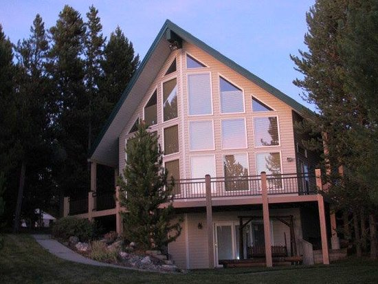 Island Park, ID: Luxury Cabin available to rent