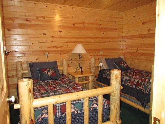 ‪‪Island Park‬, ‪Idaho‬: bedroom in Luxury Cabin‬
