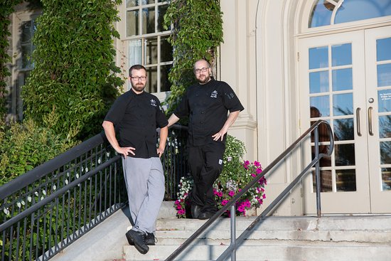 Cranbrook, Canadá: Executive Chef Ronny Belkin (R) and Sous Chef Douglas Wagner (L)