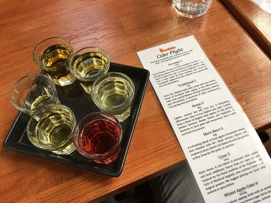 Cobble Hill, Canadá: Our cider flight...