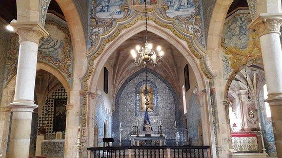 Sobral de Monte Agraco, Portugal: Paineis de azulejos por todos os lados