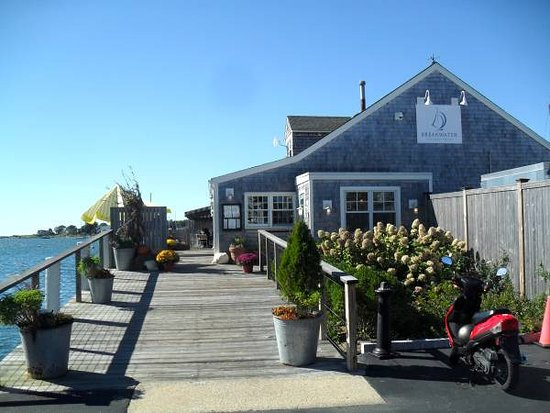 Stonington, CT: Entrance with water view