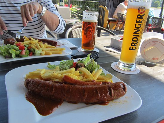 Monheim am Rhein, Γερμανία: Die Currywurst für zwischendurch kann sich nicht nur sehen lassen.