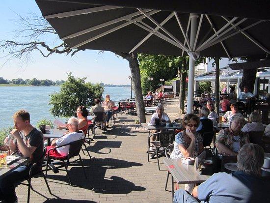 Monheim am Rhein, Γερμανία: Der Biergarten zum Entspannen am Rhein .