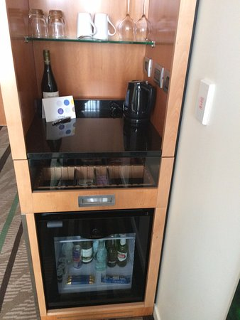 Novotel Auckland Airport: The tempting fridge that was completely silent
