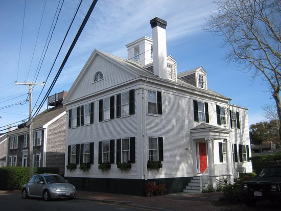 Gail's Tours of Nantucket: Whaling Captain's home.